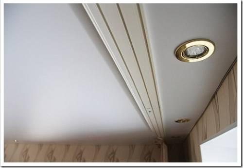 Испортит ли двухсторонний скотч отделку потолка?